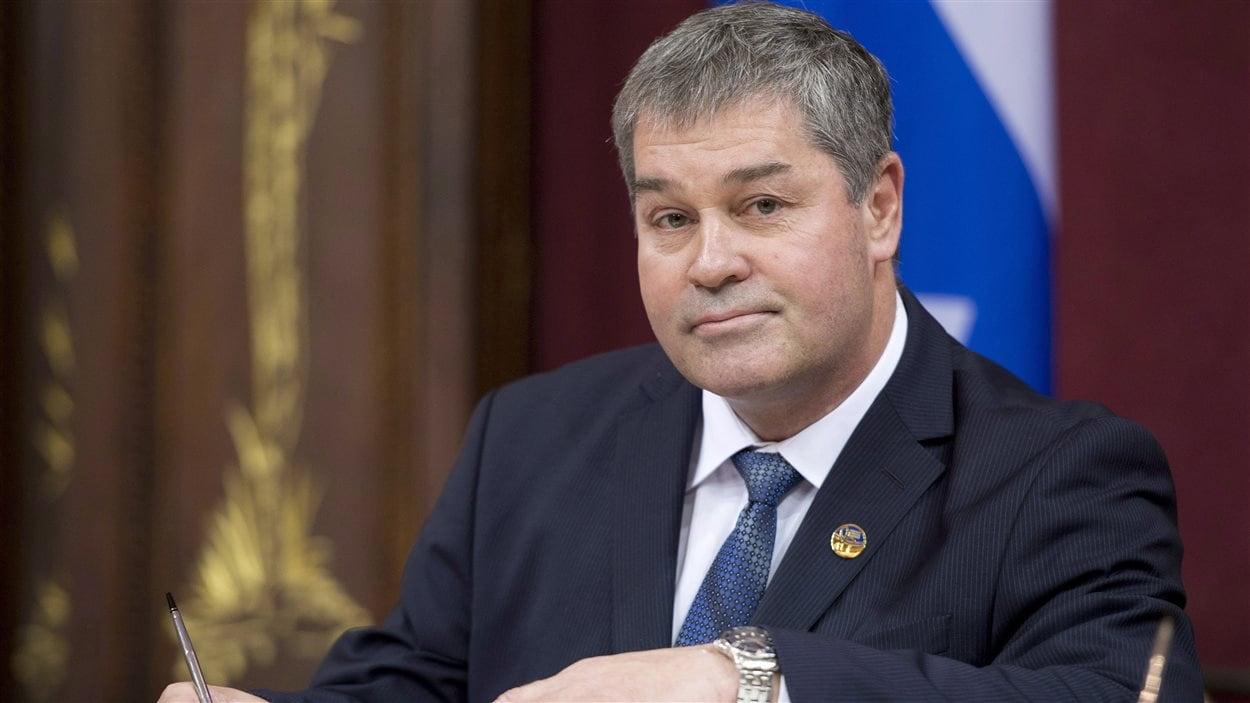 Yves Bolduc lors de son assermentation le 23 avril 2014