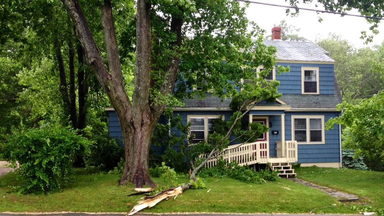 La tempête Arthur a endommagé des propriétés à Bridgewater, en Nouvelle-Écosse.