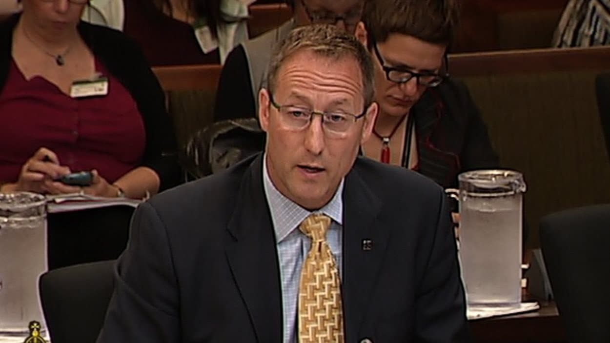 Le ministre de la Justice, Peter MacKay, défend son projet de loi C-36 en commission parlementaire.
