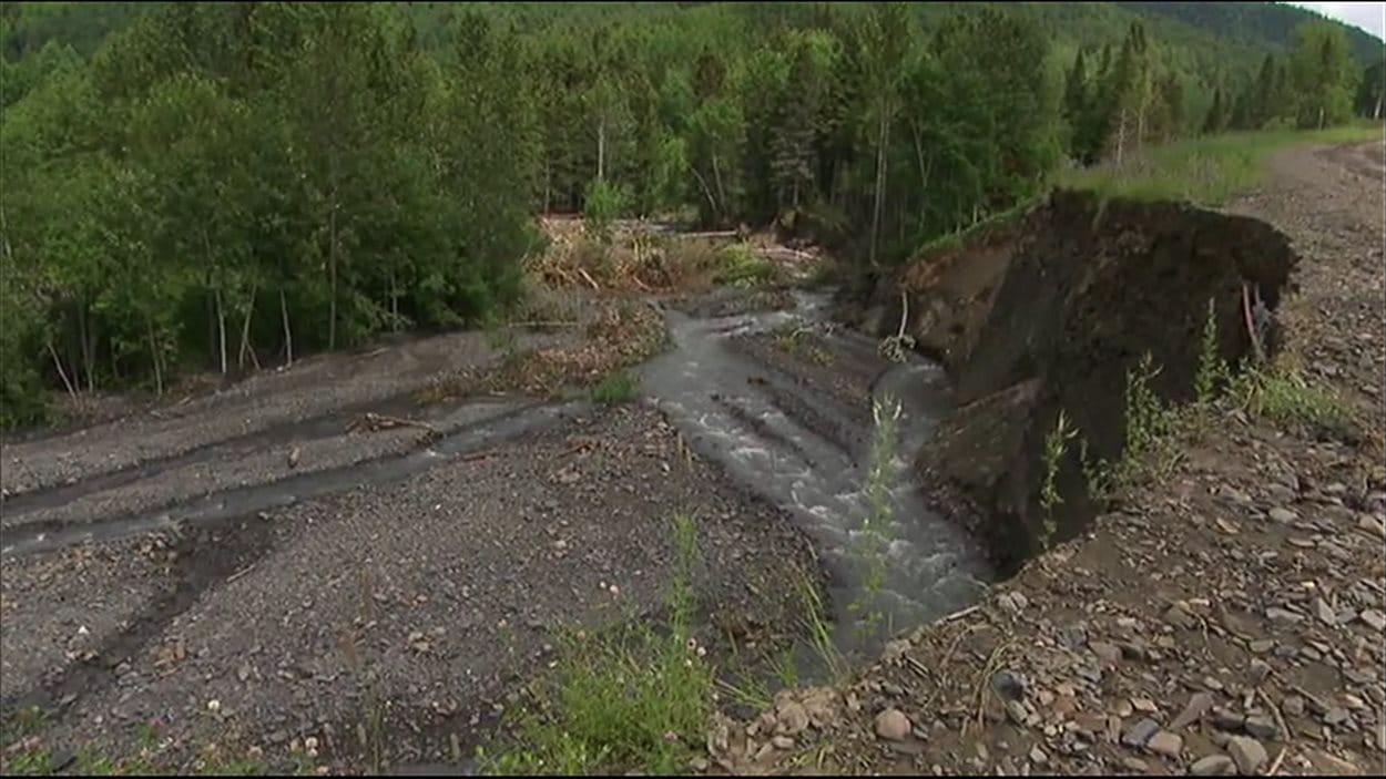 Route complètement détruite à Mont-Louis
