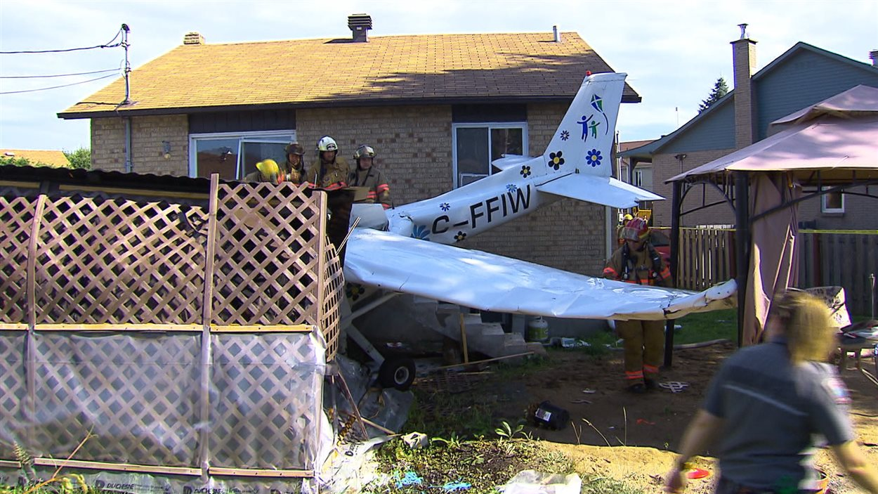 Le Cessna s'est écrasé dans le spa d'une résidence, entre la piscine et le patio.