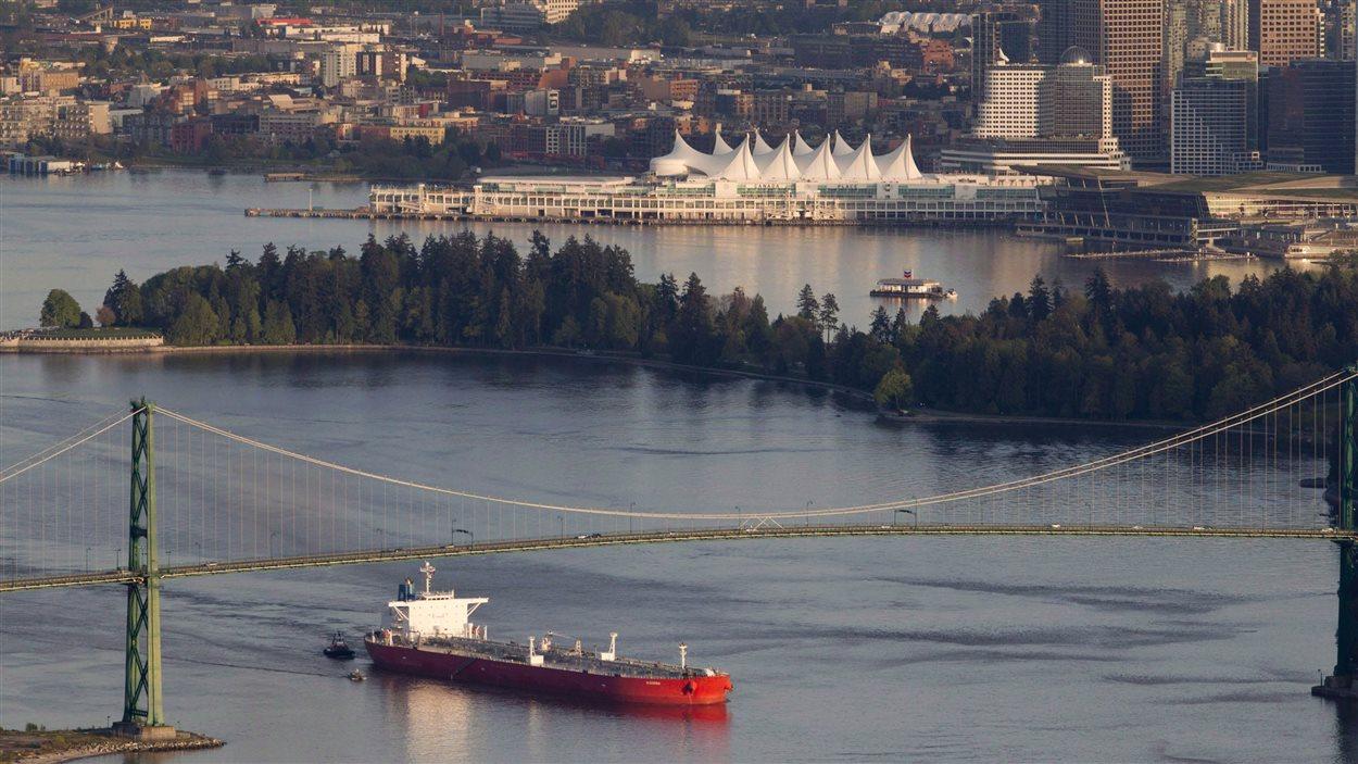 Un pétrolier quitte le port de Vancouver