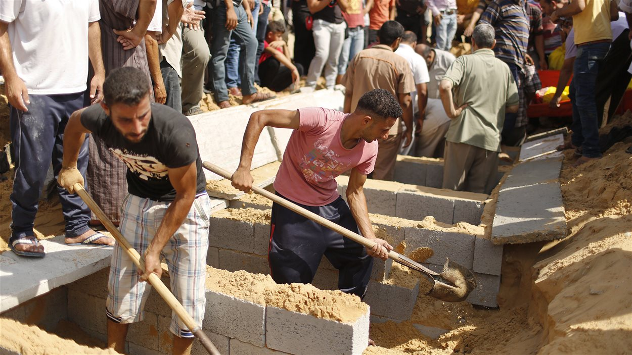 Les Palestiniens enterrent leurs morts à Gaza