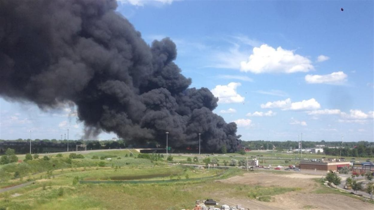 Vue du ciel après l'explosion d'un camion-citerne sur l'autoroute 640