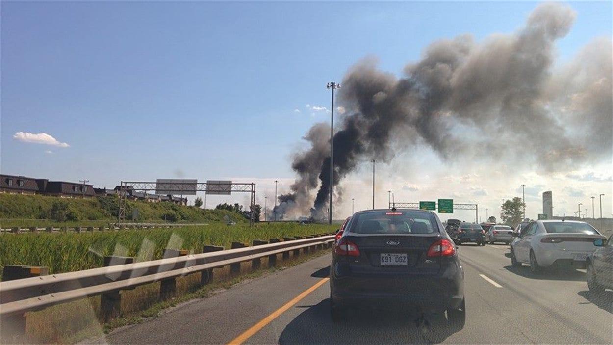 De nombreux témoins ont envoyé des photos de l'accident sur les réseaux sociaux.
