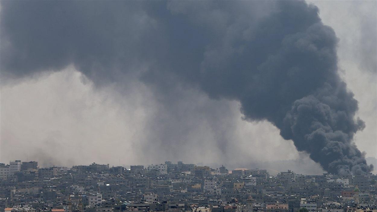 Offensive de l'armée israélienne dans le quartier de Shejaia, dans la ville de Gaza, le dimanche 20 juillet 2014.