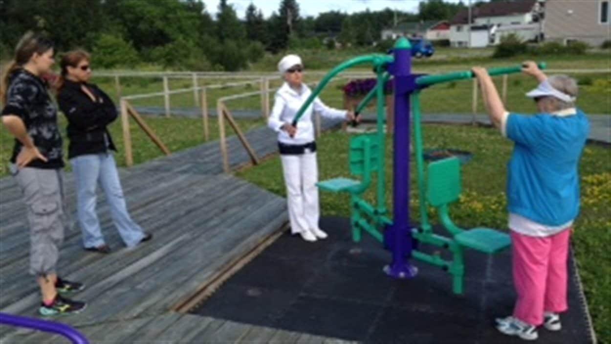 Des aînés du Témiscamingue s'entraînent au Parc des aînés de Ville-Marie