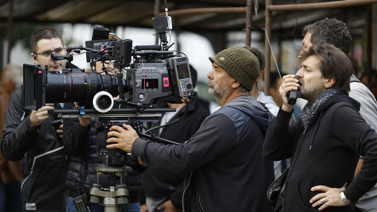 Luc Besson, le réalisateur de Lucy en plein tournage