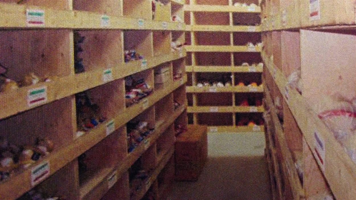 Casiers de bois de la compagnie BEM pour remiser les pièces pyrotechniques