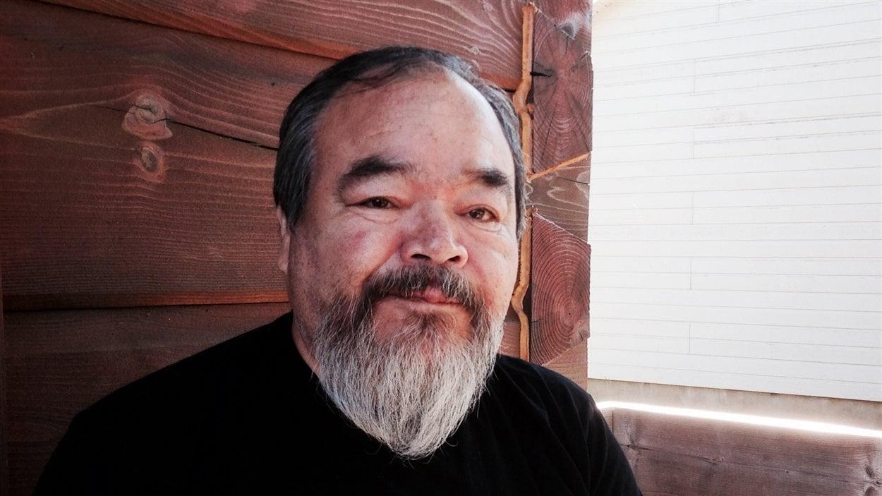L'auteur-compositeur-interprète Philippe McKenzie