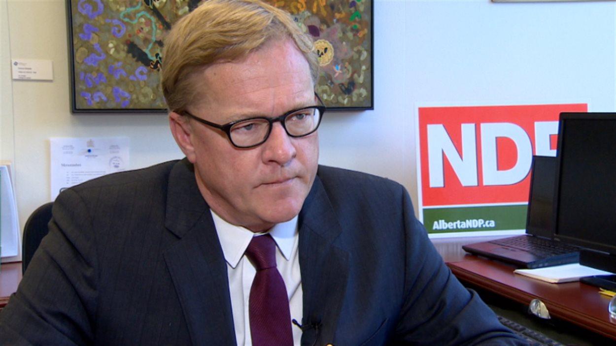 Le député provincial David Eggen, du NPD de l'Alberta, réagit aux révélations entourant les vols gouvernementaux d'Alison Redford, le 29 juillet 2014.