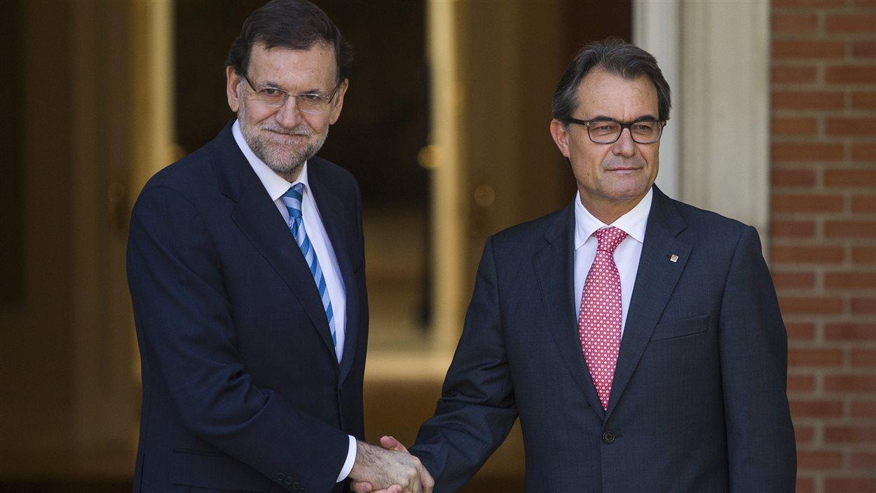 Le président de la Catalogne Artur Mas (droite) rencontre le chef du gouvernement espagnol Mariano Rajoy à Madrid.