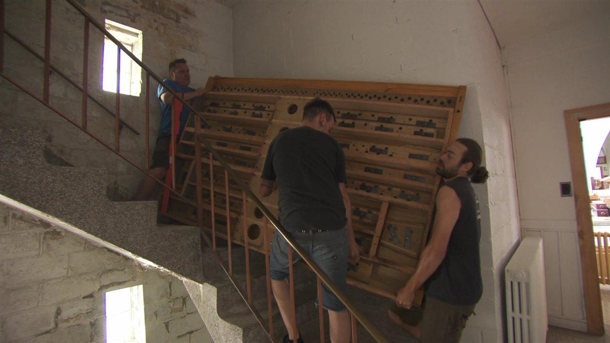 Le déménagement de l'orgue de l'église de Saint-Victor de Petit-Matane.