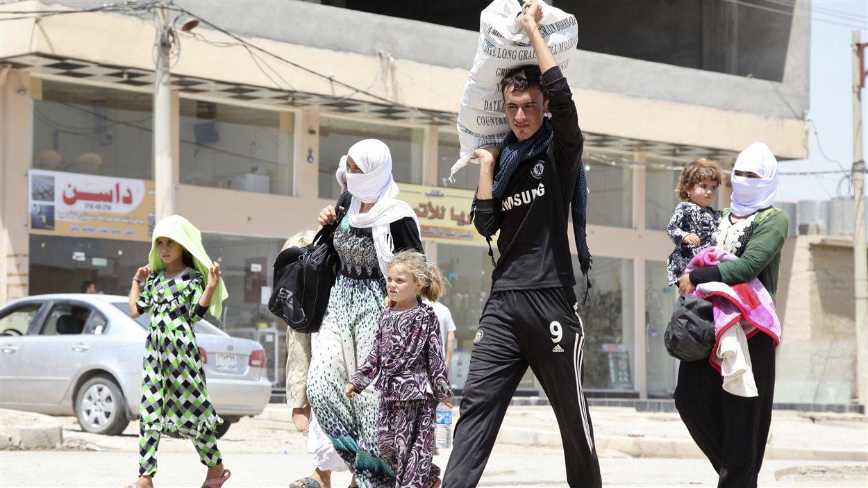 Des Yazidis en Irak fuient l'avancée des djihadistes.