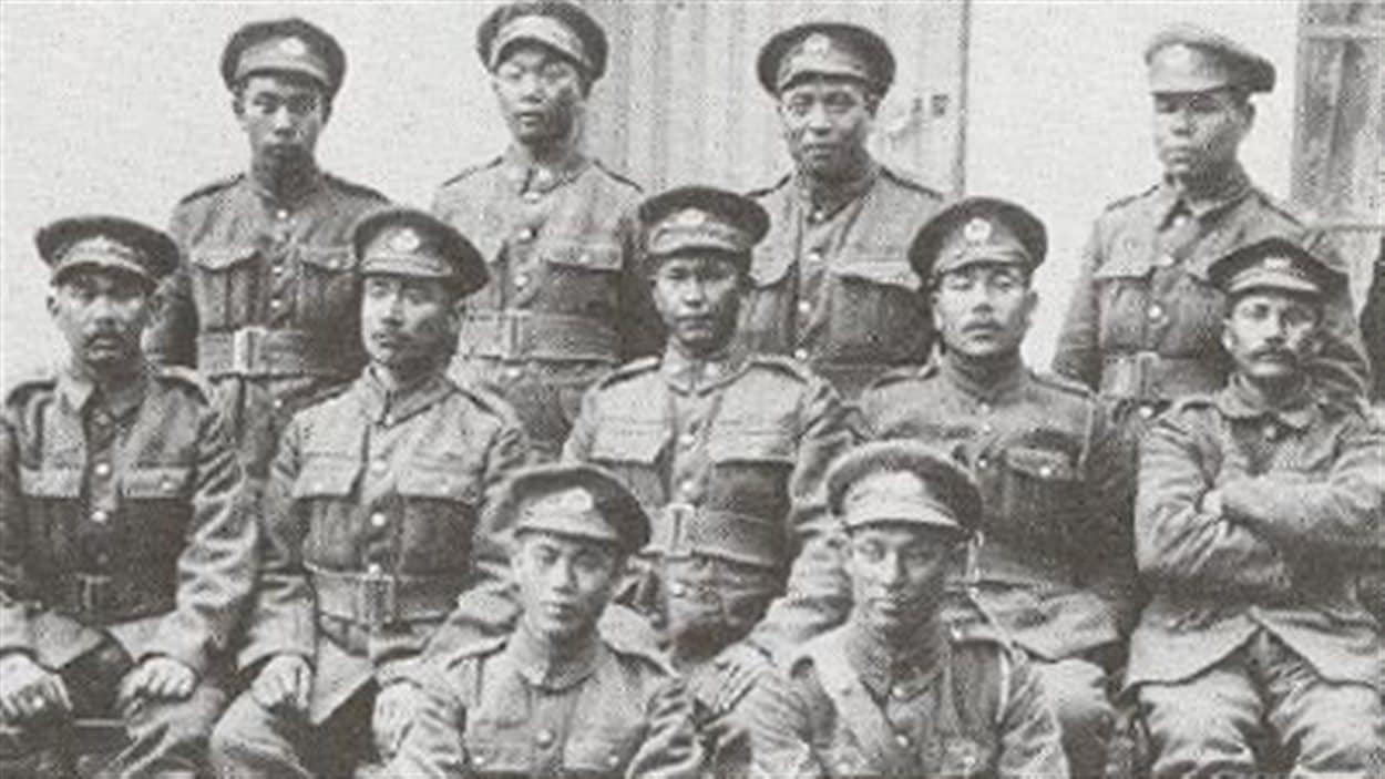 Volontaires d'origine japonaise, membres d'un contingent canadien appelé le 10e bataillon (photo prise en France en 1917).