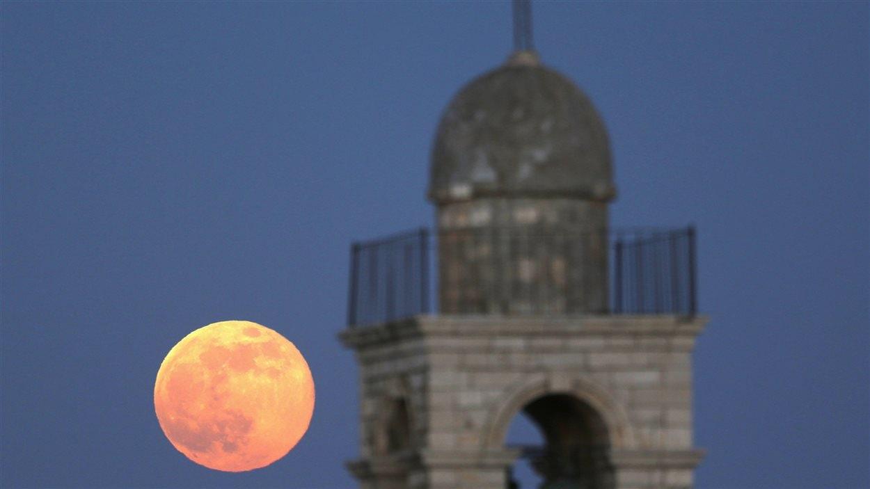 Le monastère Mar Elias, dans la ville de Jérusalem, et la super Lune (23 juin 2013)