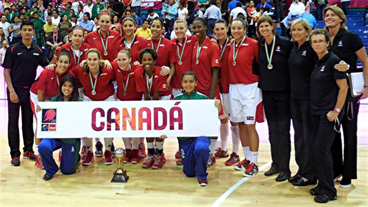 L'équipe canadienne de basketball, médaillée d'argent au tournoi des Amériques de 2013