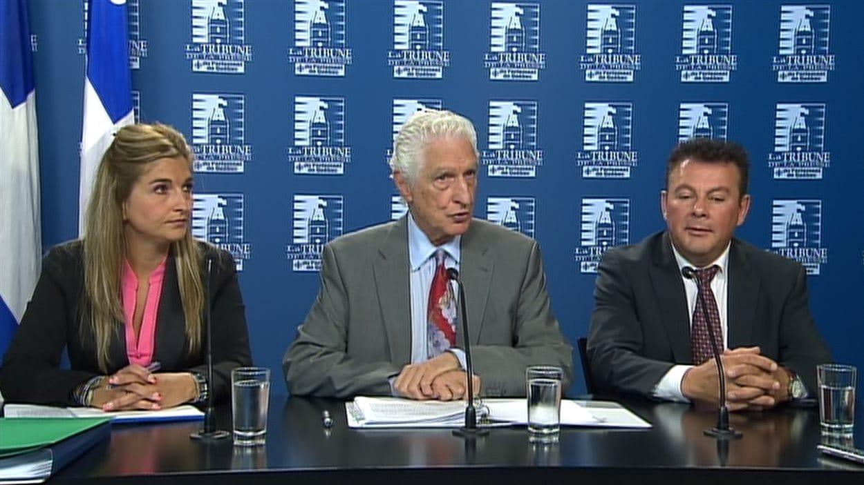 Me Dominique Bertrand et Me Guy Bertrand et, à droite, Roch Bernier, copropriétaire de la Résidence du Havre