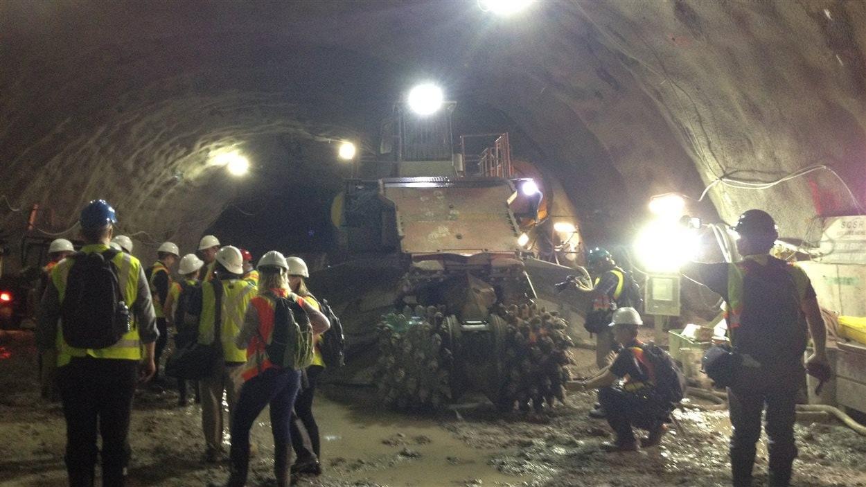 Visite d'un tunnel du futur train léger à Ottawa.