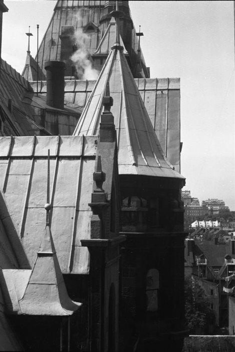 Lida Moser : Vue prise depuis les toitures du Château Frontenac, à Québec, été 1950, gélatine argentique, 19 x 19 cm, (P728,DQ1,P50)