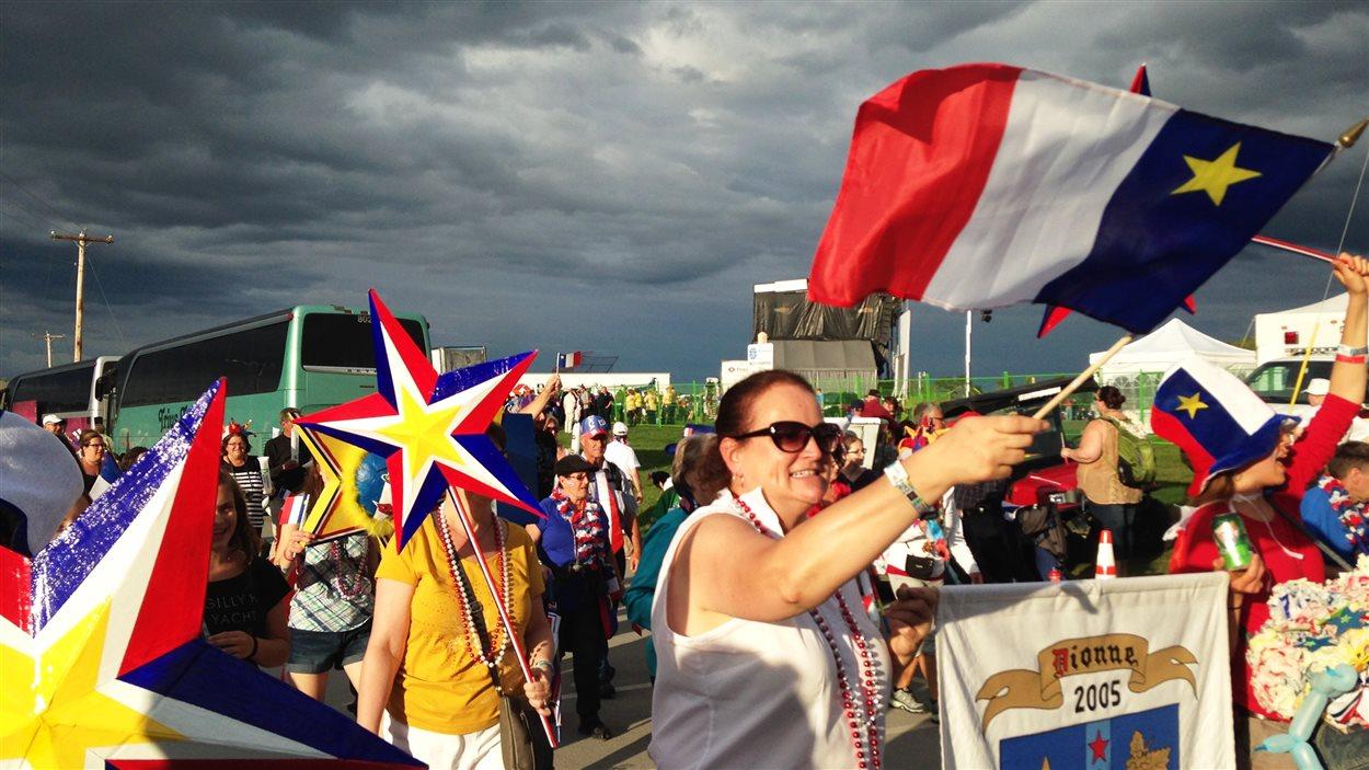 Des milliers de marcheurs ont participé au tintamarre.