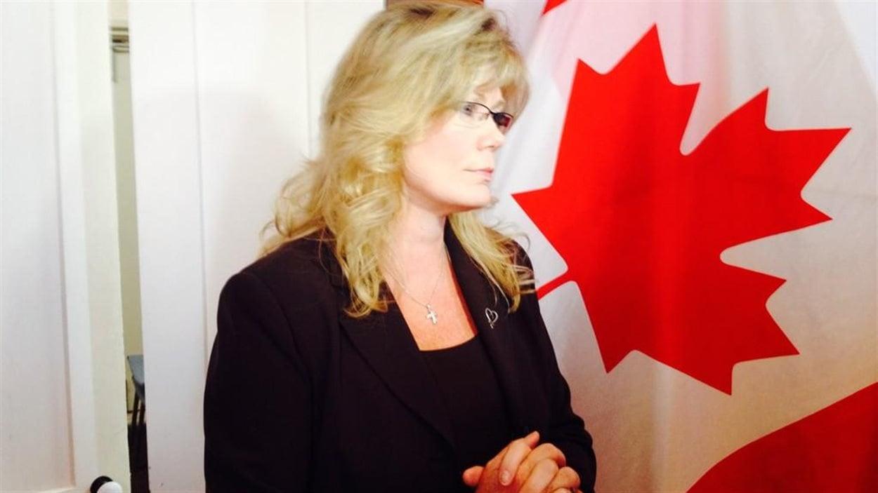 La ministre du Patrimoine canadien et députée de Saint-Boniface Shelly Glover annonce l'octroi de 330 000 $ sur trois ans au programme fédéral Jeunes citoyens, le 19 août 2014.