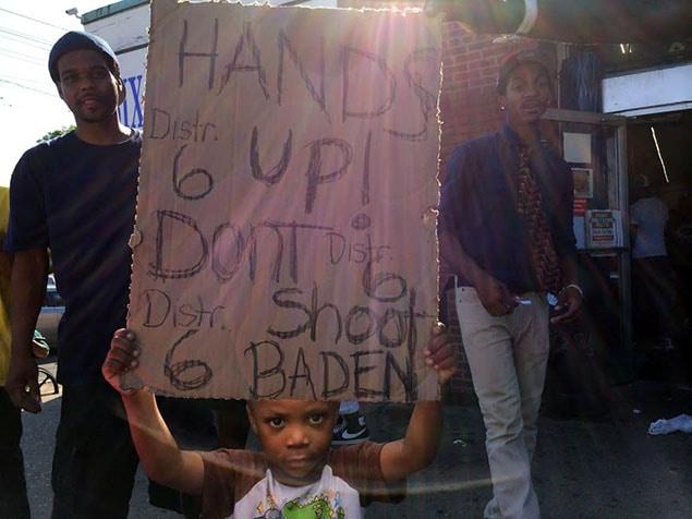 Ici, un autre enfant qui, malgré son jeune âge, porte un message militant.