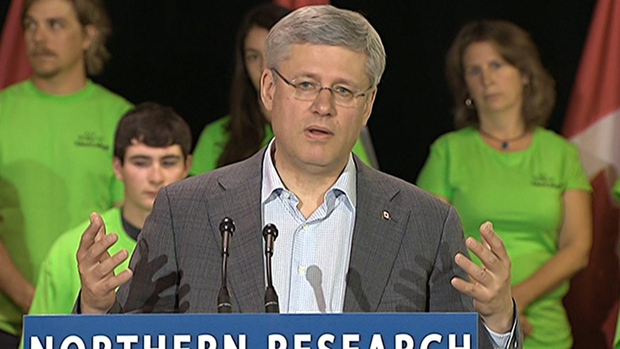 Stephen Harper en point de presse au Yukon