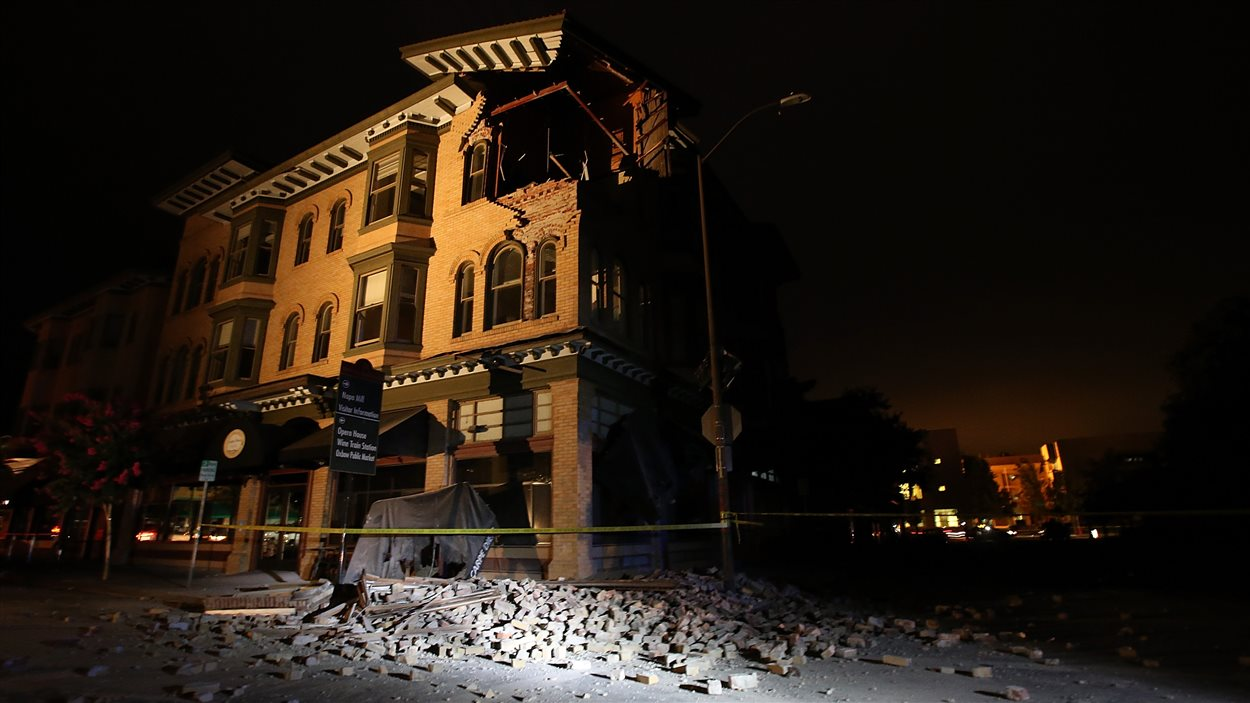 Un immeuble endommagé par le séisme