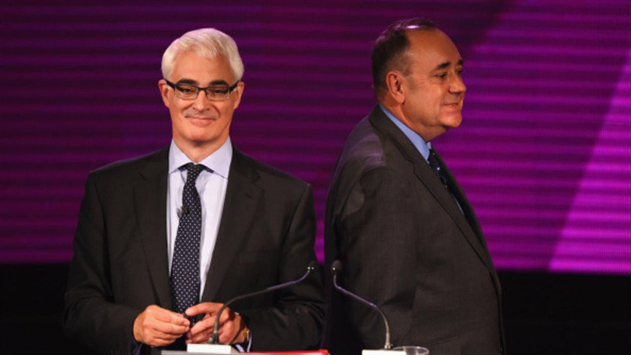 Le premier ministre Alex Salmond (à droite) et Alistair Darling, ancien chancelier de l'Échiquier britannique