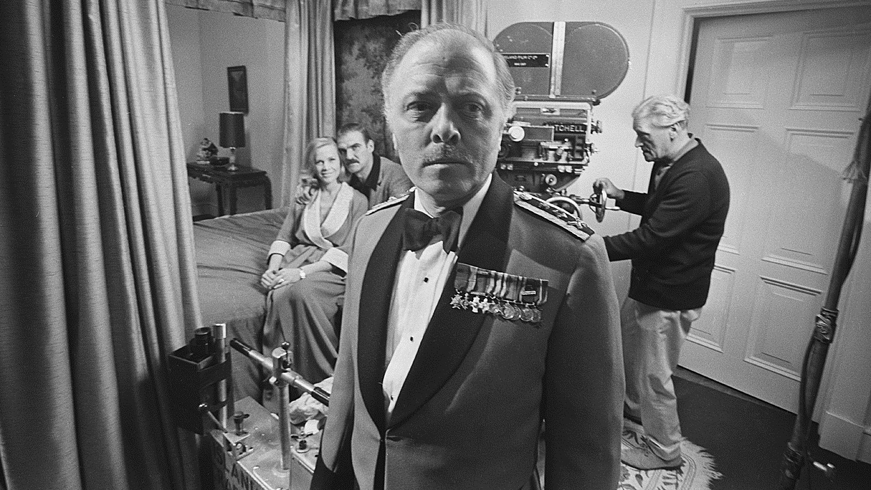 Richard Attenborough pendant le tournage du film « The last grenade » en 1969.