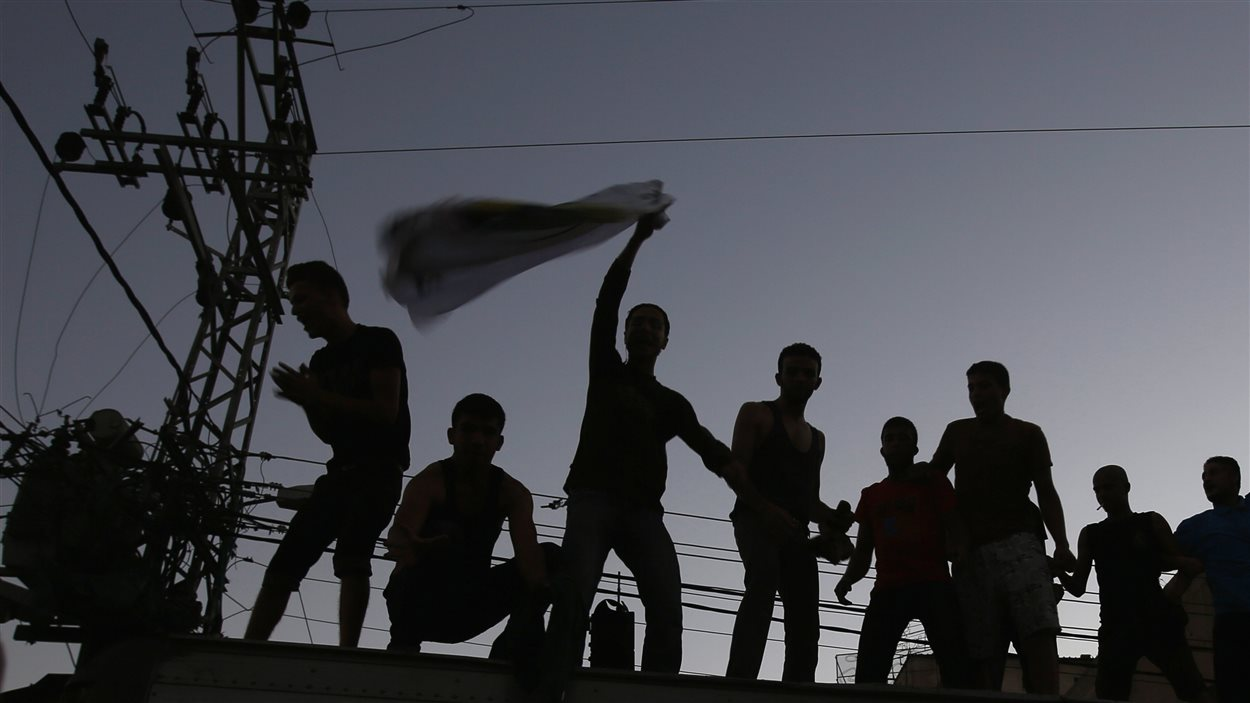 Des milliers de personnes sont sorties dans les rues pour célébrer l'entrée en vigueur du cessez-le-feu.