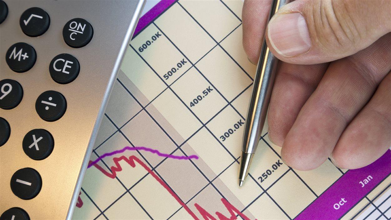 Graphiques, rendement, argent, épargne, retraite, calculatrice