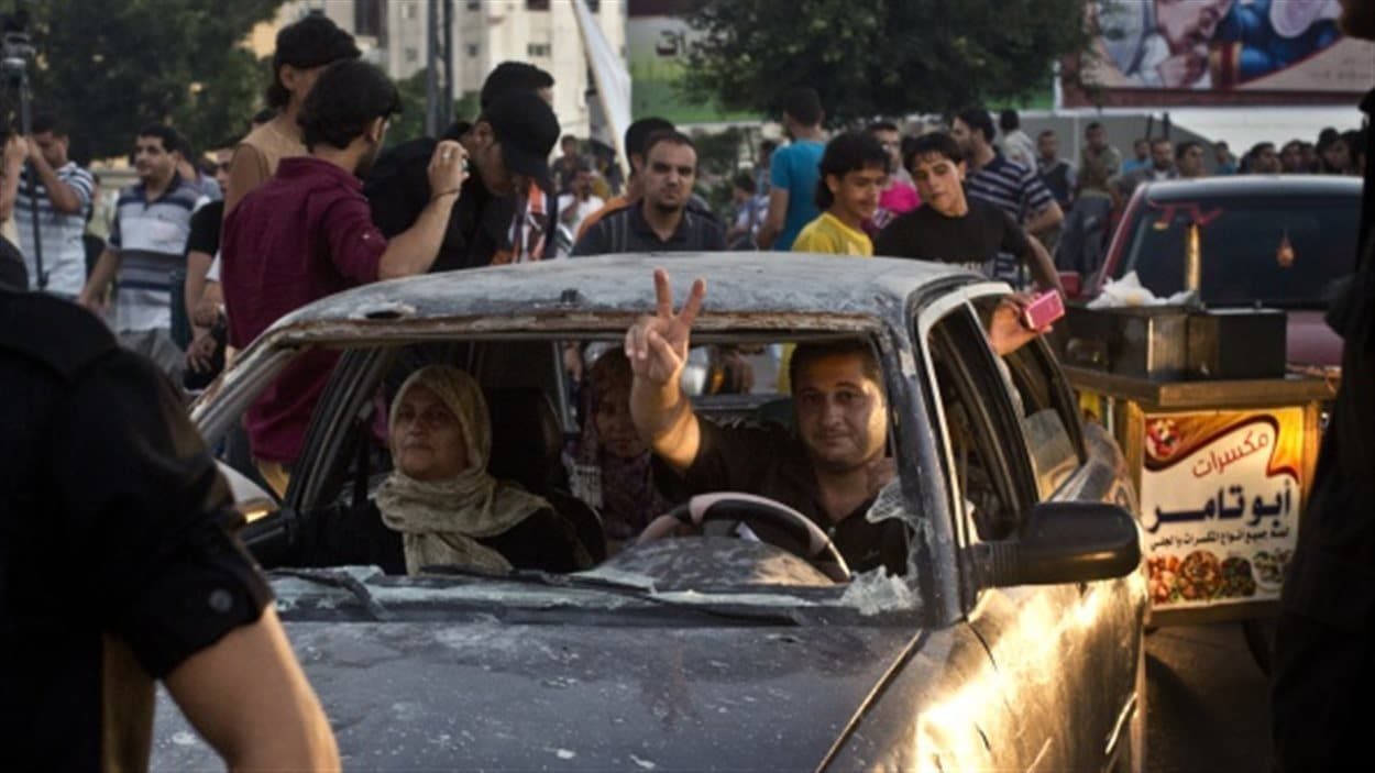 Les Palestiniens de Gaza sont sortis en famille, soulagés par un cessez-le-feu qui intervient après sept semaines d'une guerre meurtrière.