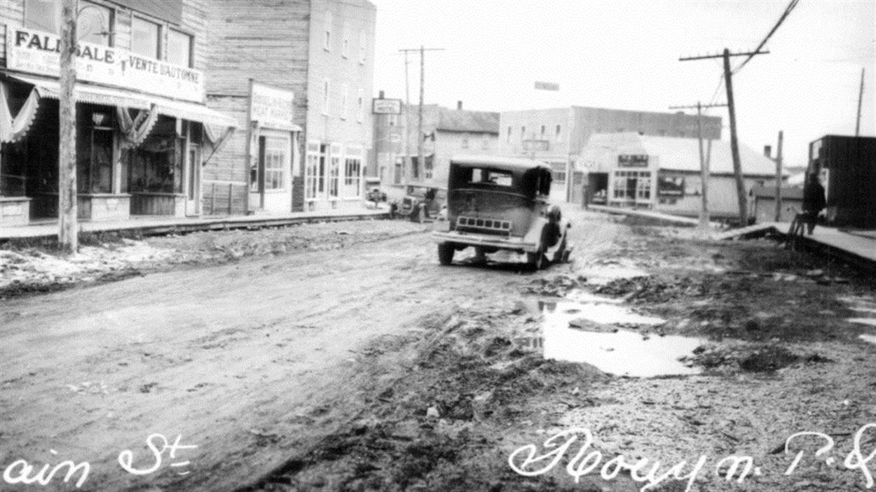 Vue de l'avenue Principale à Rouyn vers 1927