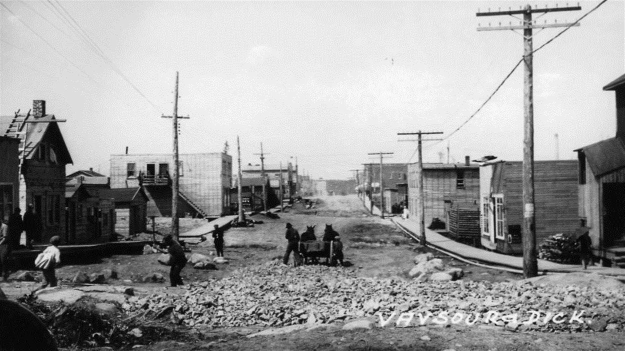 Vue de l'avenue Principale à Rouyn en 1927