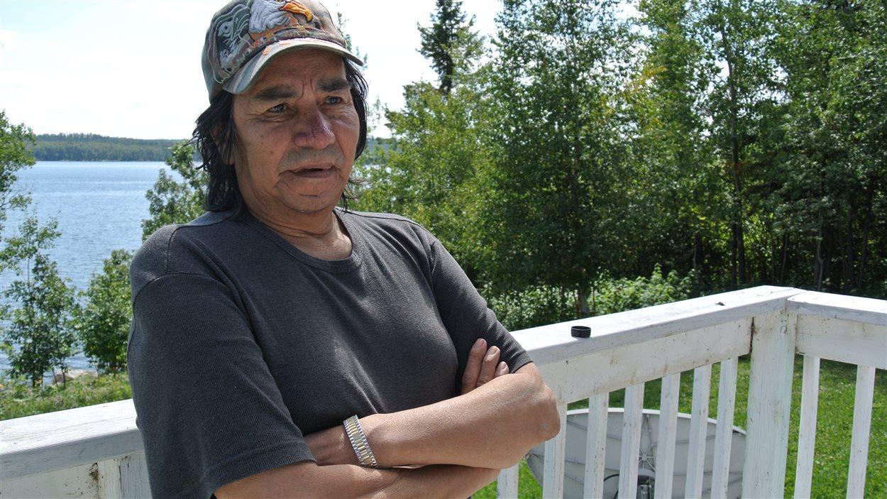 Steve Fobister souffre des effets toxiques du mercure. Il est l'ancien chef de la Première Nation de Grassy Narrows. Cet été, il a fait une grève de la faim pour protester contre ce qu'il qualifie d'inaction de la part du gouvernement provincial dans le dossier.