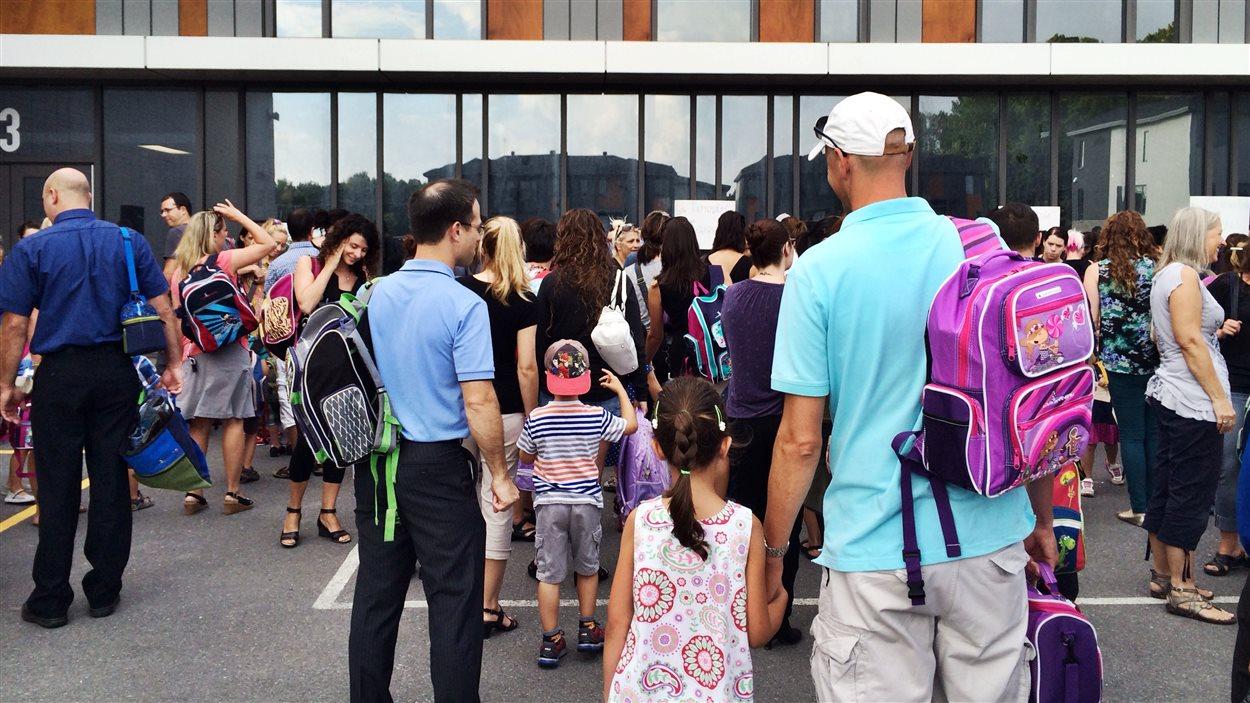 Les170 élèves de McMasterville, qui ont vu leur école brûlée cet été, sont accueillis à l'école au Coeur-des-Monts de Beloeil.
