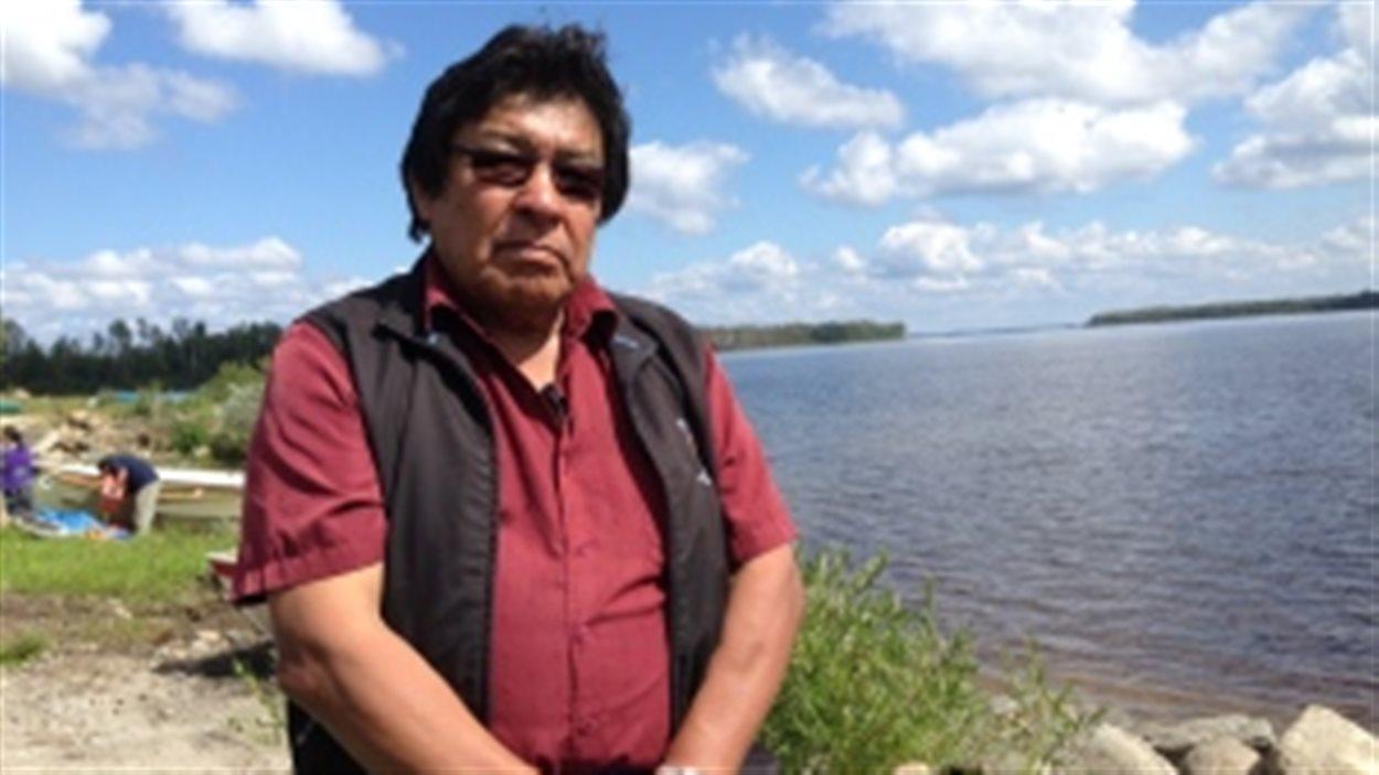 Le chef de la Première Nation de Neskantaga, Peter Moonias, se désole de voir sa communauté vivre sans eau potable depuis près de 20 ans.