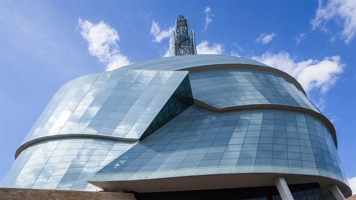 Vue devant l'entrée du Musée canadien pour les droits de la personne à Winnipeg le 12 septembre 2014.