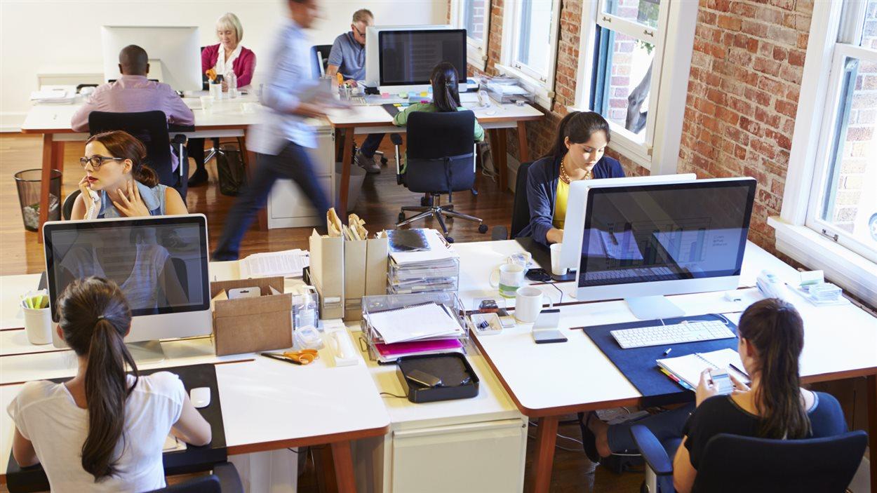 La présence de bruit ambiant améliorerait la productivité, selon une étude.