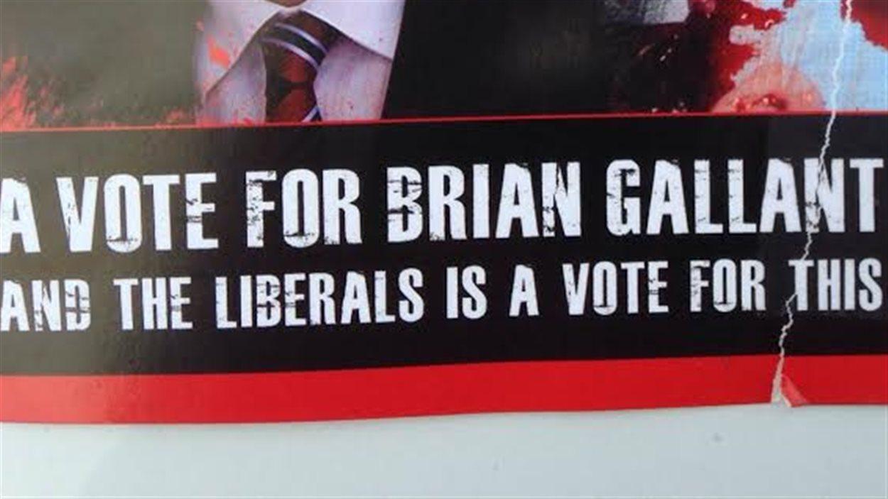 Une publicité morbide, montrant un foetus avorté, invite les gens à ne pas voter pour les libéraux