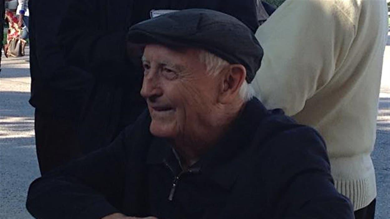 Raymond Bernardin est un ancien étudiant qui a fréquenté l'institution dans les années 1940. Il a tenu à être présent lors de la cérémonie.