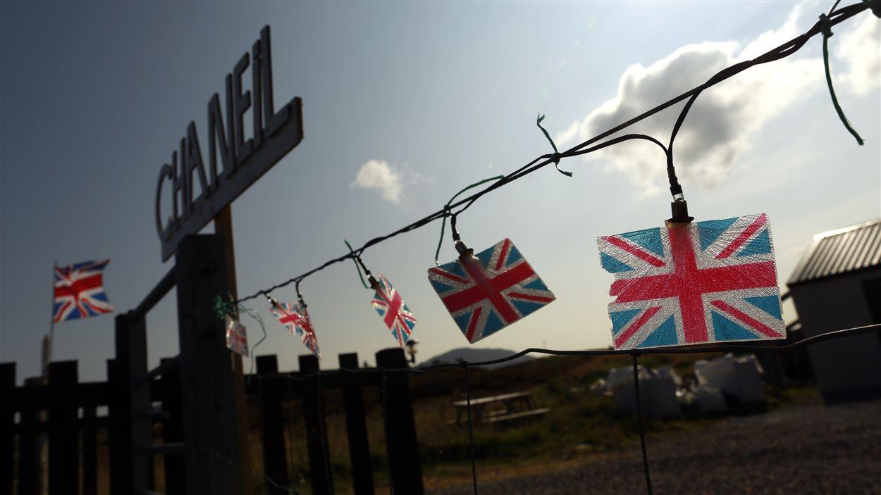 Des partisans du non s'affichent dans les îles Hébrides au large de l'Écosse.