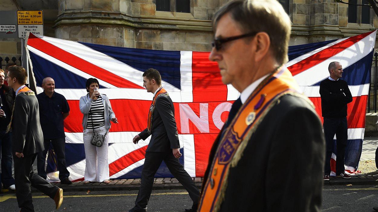 Marche d'unionistes dans les rues d'Édimbourg