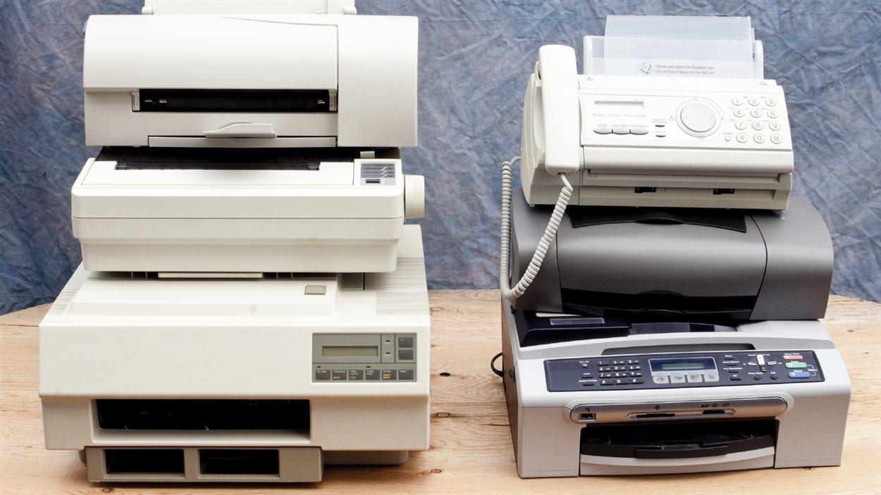 Plusieurs générations d'imprimantes et de télécopieurs