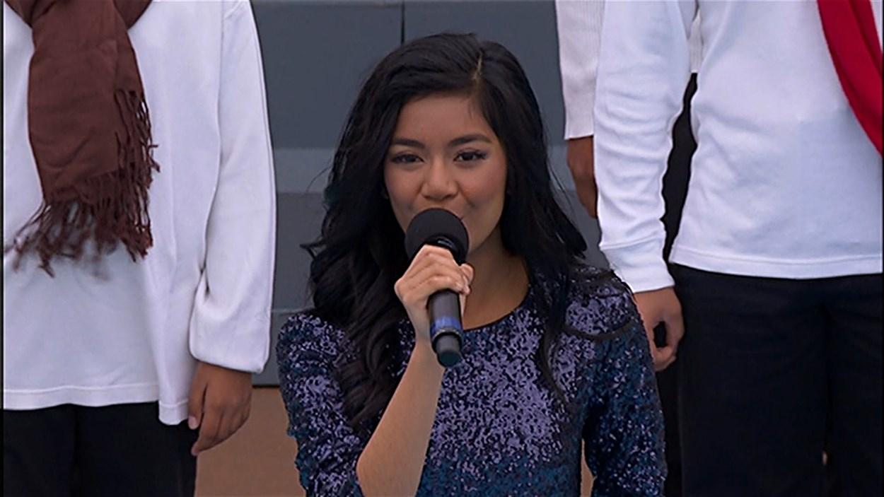 La jeune chanteuse et vedette de YouTube Maria Aragon, de Winnipeg, a été invitée à participer à l'inauguration du Musée canadien pour les droits de la personne.