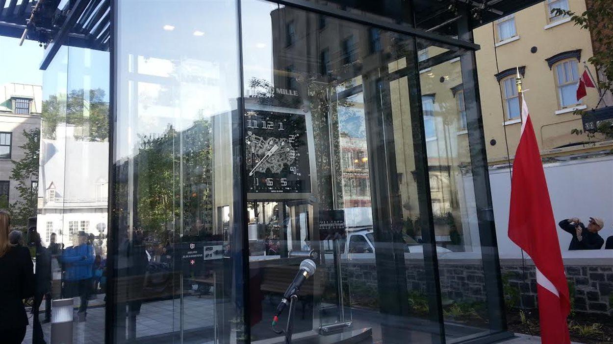 L'horloge du Jura est inaugurée dans les jardins de l'hôtel de ville de Québec.