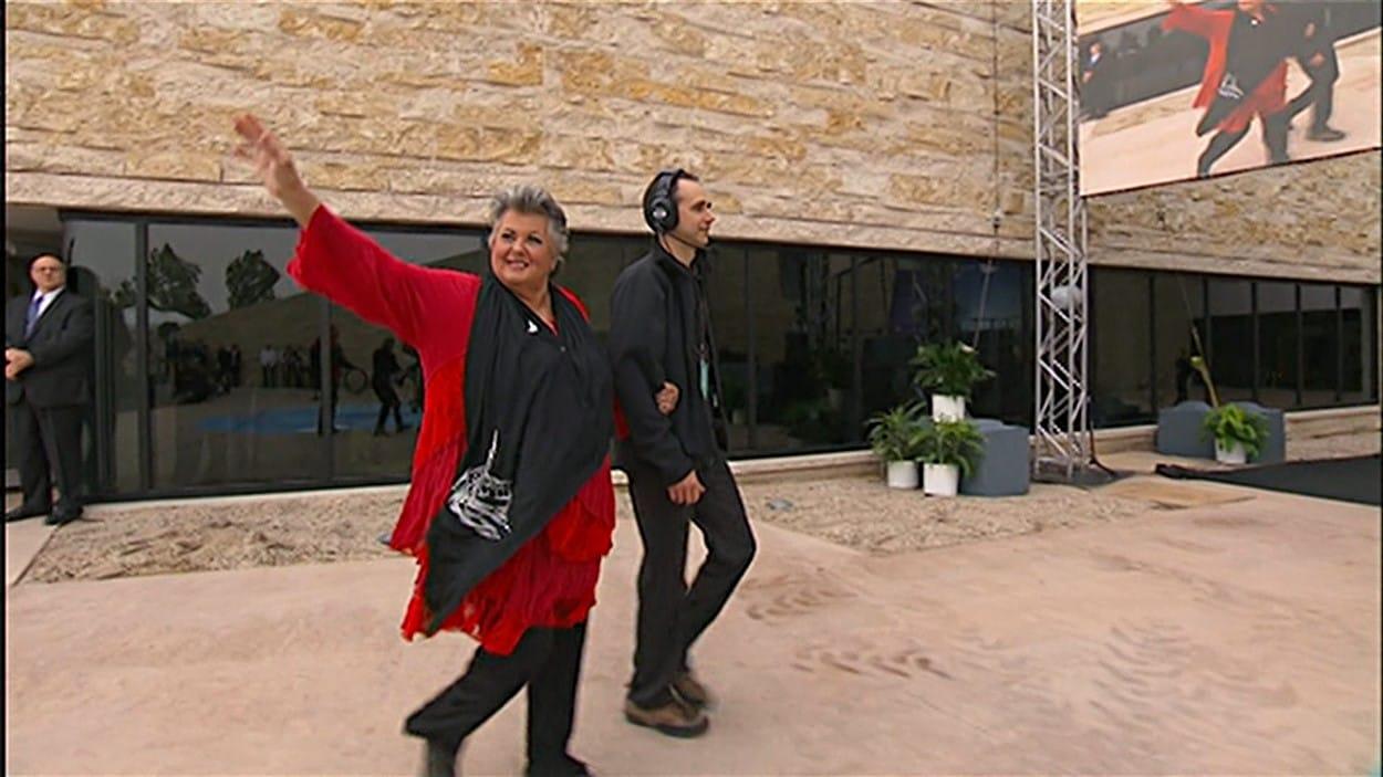 C'est Ginette Reno qui a interprété l'hymne national lors de l'inauguration du musée canadien pour les droits de la personne à Winnipeg.