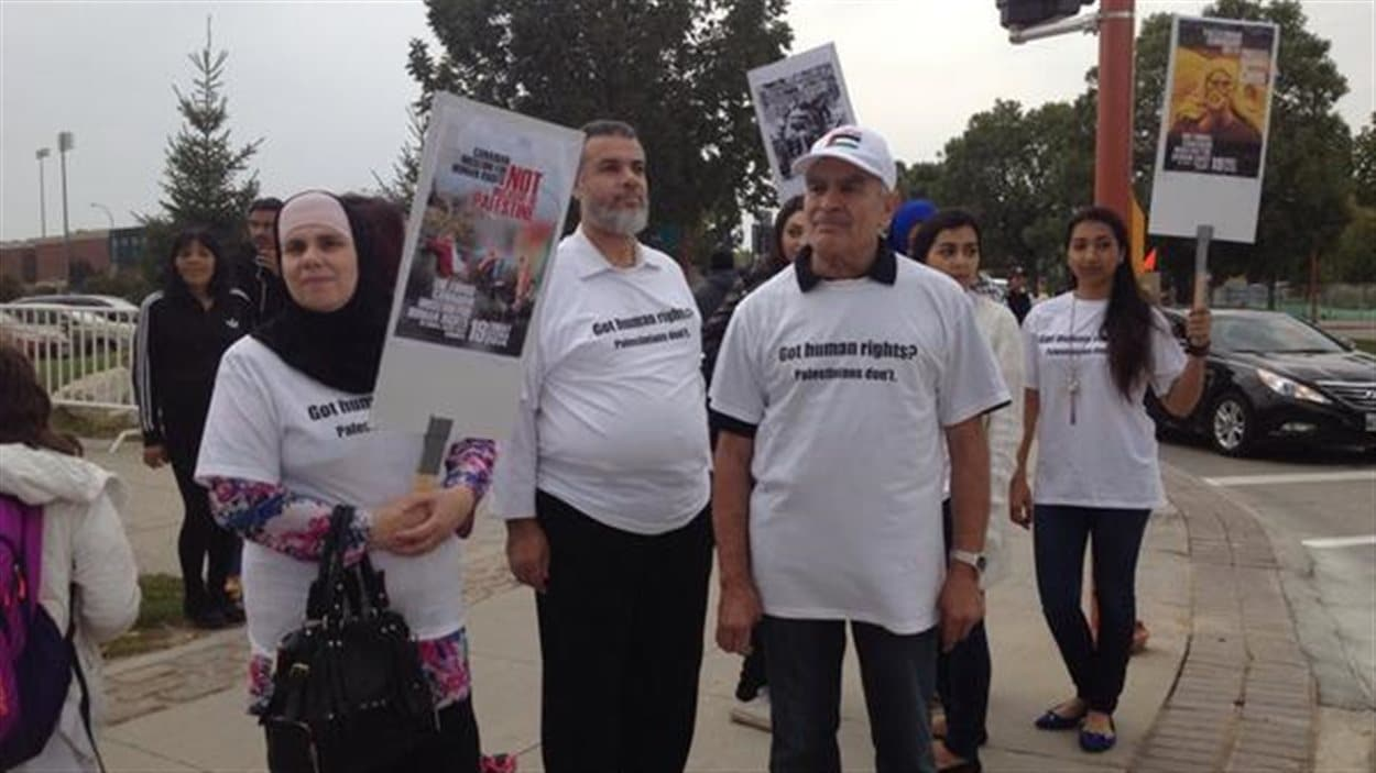 Des manifestants palestiniens accusent le Musée canadien pour les droits de la personne de nier la réalité des résidents de Gaza.